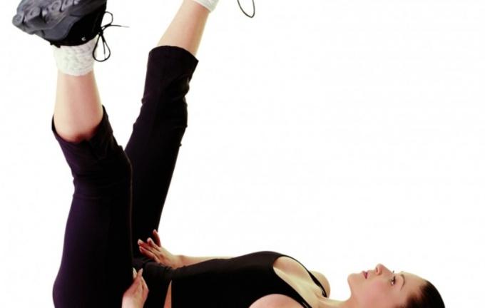 Систематические упражнения на мышцы бедер  помогут за несколько недель привести ноги в форму.