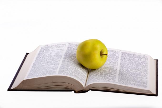 Яблоко по-французски будет «pomme» – «пом»