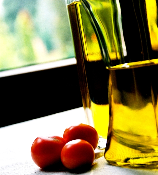 Refined oil indispensable in cooking of foods that require heat treatment