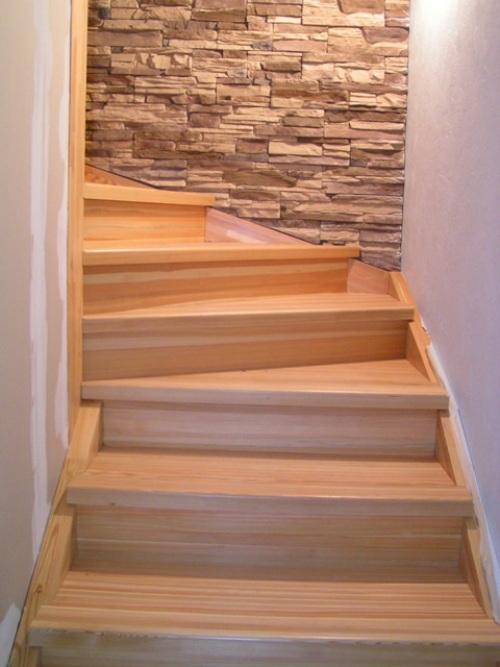 Как сделать деревянную <b>лестницу</b> своими <strong>руками</strong>