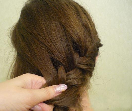 Как сделать из <strong>косы</strong> <b>прическу</b>