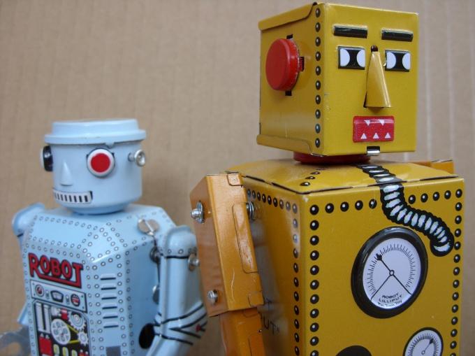 Голову робота оформите кнопками и рычагами