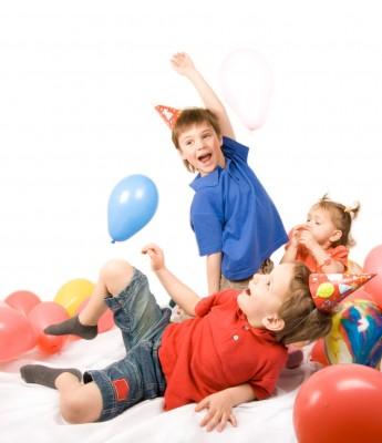 Как провести детские <strong>праздники</strong> <b>дома</b>