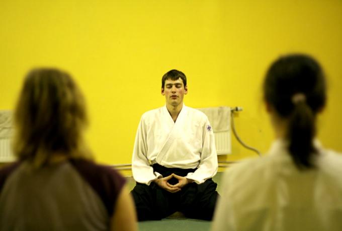 Несколько минут духовной практики в день увеличат уровень ваших вибраций