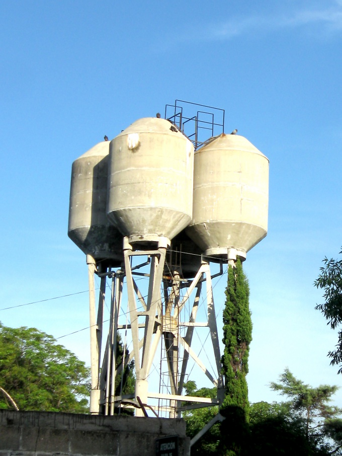 Чтобы понять, выдержит ли резервуар, необходимо рассчитать давление жидкости