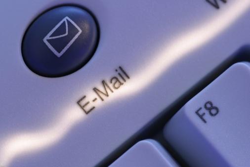 Прочесть новое письмо, пришедше на электронный ящик, довольно легкое