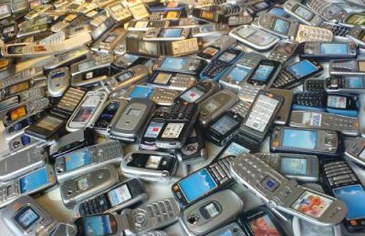 Шпион в мобильном телефоне.