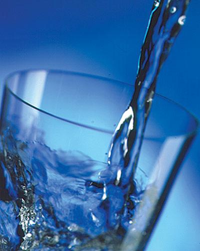 Чистая вода полезна для здоровья человека.