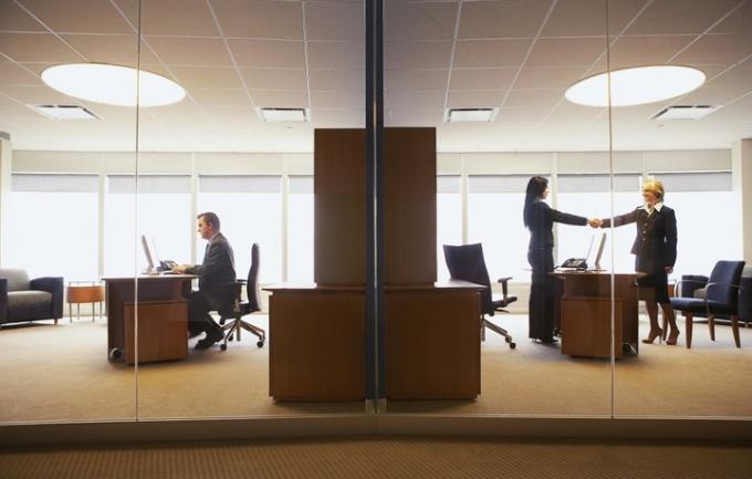 Офис компании может выглядеть вполне привлекательно, но как узнать подробную информацию об организации
