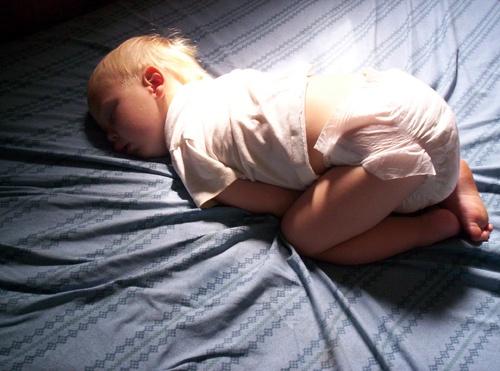 Как приучить малыша спать