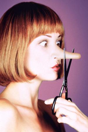 Длинный нос легко скрыть с помощью прически и макияжа.