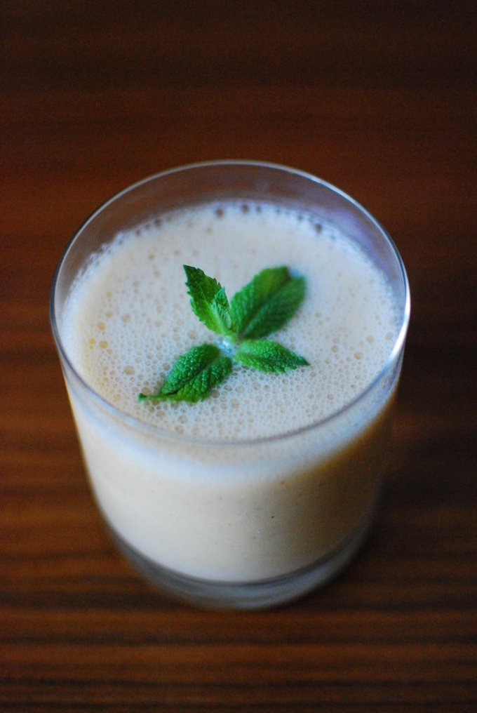 Homemade yogurt to make a refreshing drink if you mix it in a blender with mint and spices