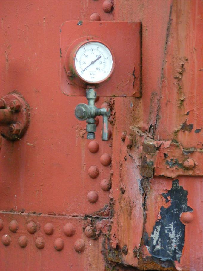 Приборы для измерения давления бывают разных конструкций
