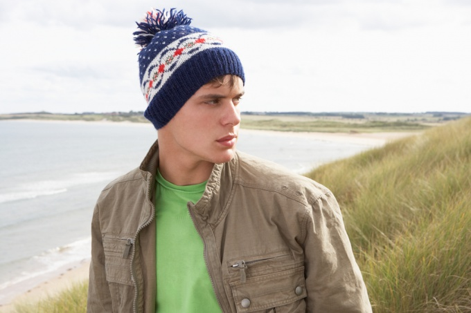 Как связать мужскую шапку крючком