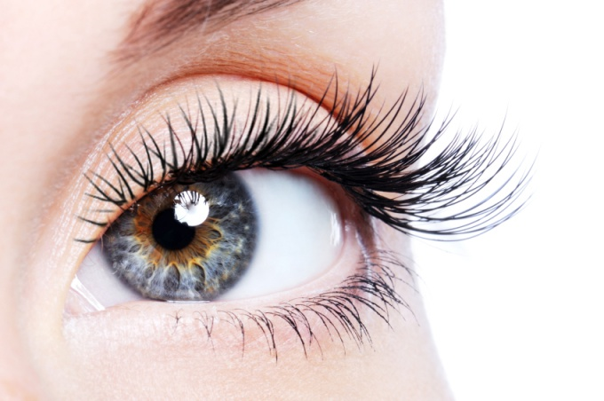 How to make eyelashes thick at home