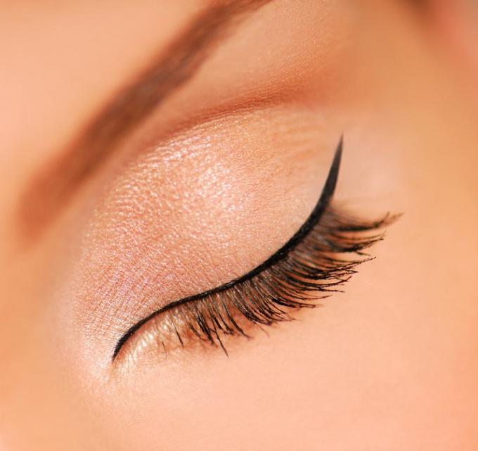 Как сделать неяркий макияж