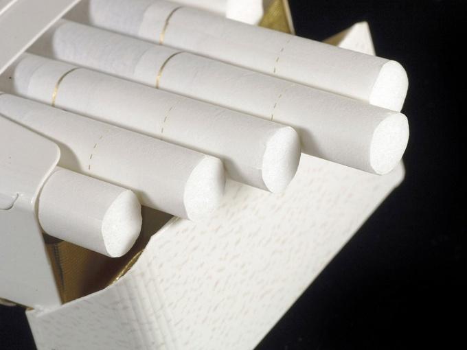 Как сделать самолет из пачки от сигарет