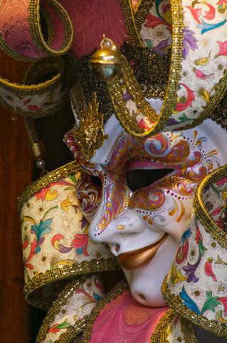 Из слепка лица можно изготовить венецианскую маску