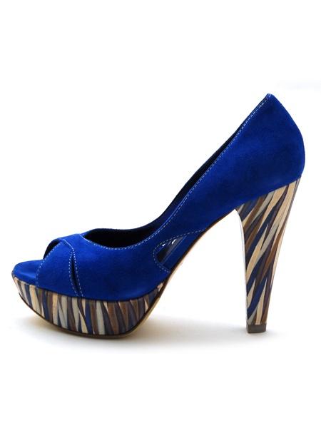 Замшевая обувь требует бережного отношения
