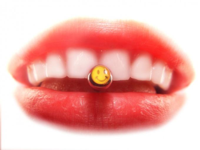 Ежедневный уход поможет сделать губы мягкими и привлекательными