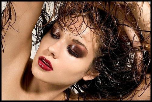 Как сделать прическу с эффектом мокрых волос