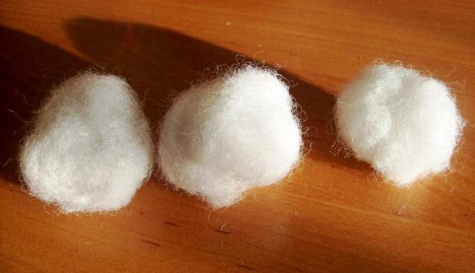 Как сделать снежки из ваты и марли