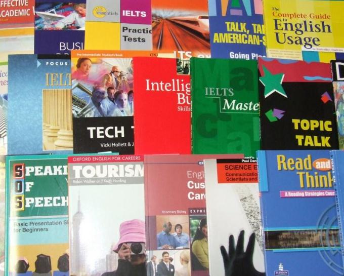 Учебники - лишь один из способов улучшения английского языка.