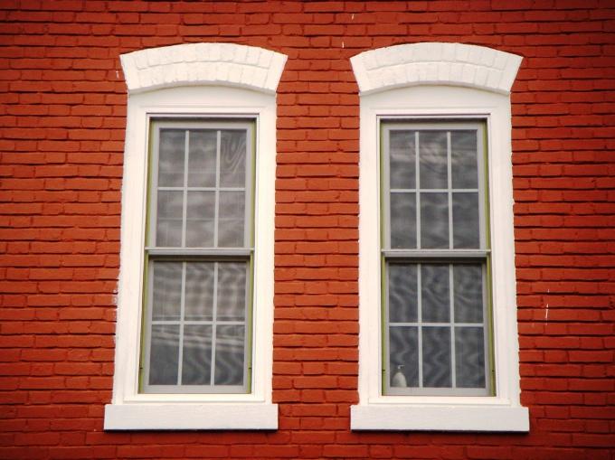 Пленка защиит окно от вандалов