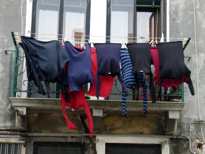 Как убрать пятна на одежде