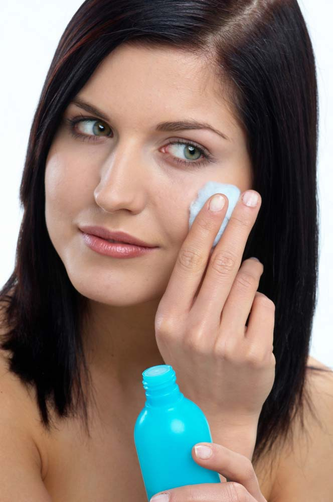 If you have enlarged pores, be sure to wipe the face tonic.