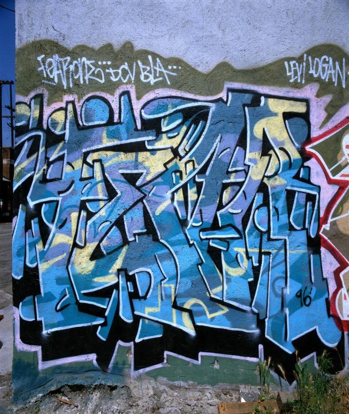 Граффити - уличное искусство - захватило стены больших городов