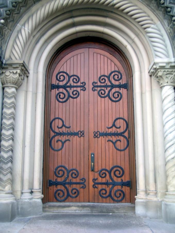 Как сделать из старых дверей новые