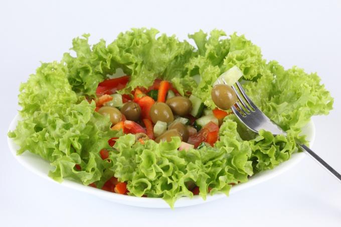 Салат лучше всего употреблять в свежем виде