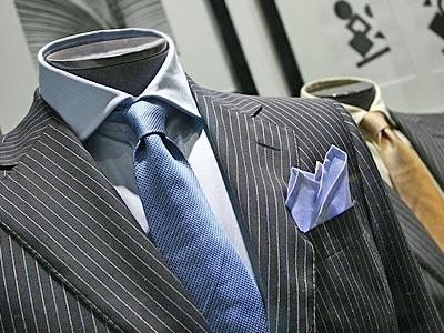 Есть много методов сложить платок в пиджак