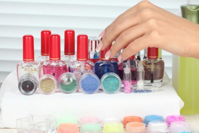 Выбрать хороший лак для ногтей легко