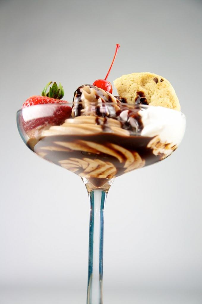 Немного фантазии, и обычное мороженое превращается в яркий и полезный десерт