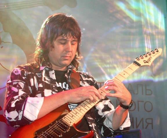 Как развить скорость игры на гитаре