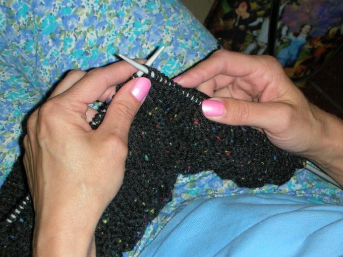 Как связать шапку резинкой