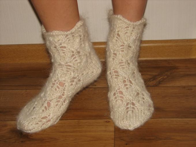 Как связать ажурные носки