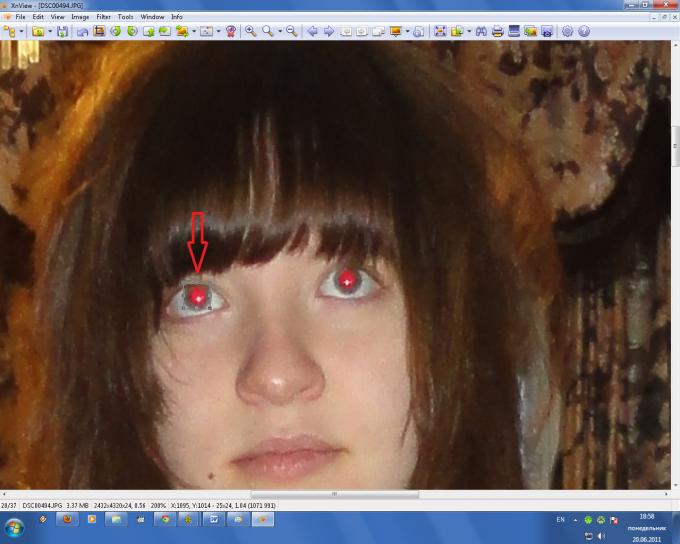 как сделать красные зрачки на фото ней