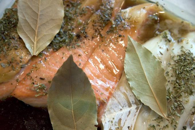 Как запечь семгу в фольге и духовке