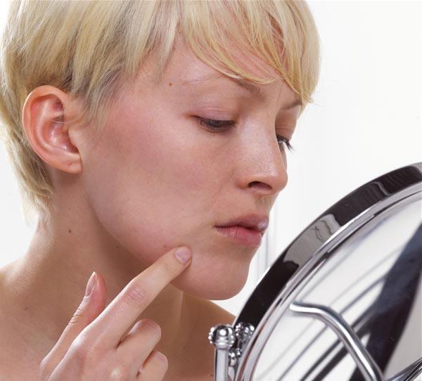 Как убрать шрамы с лица после прыщ