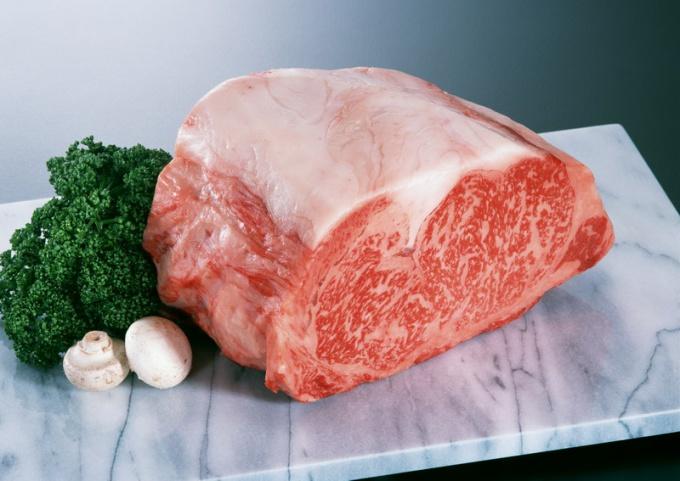 Как запечь свинину в рукаве в духовке