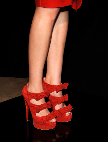 Как увеличить обувь на размер