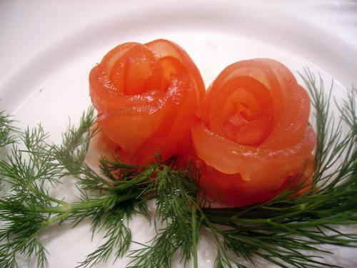 Как сделать розочки из томатов