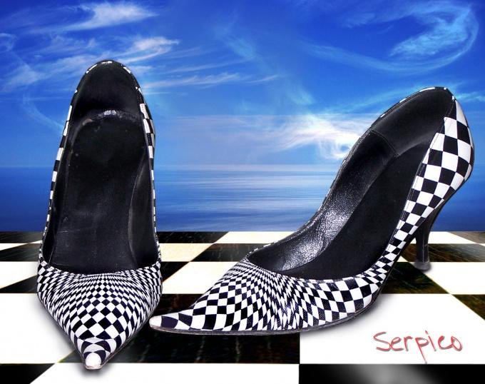 Неприятный запах может появиться даже в обуви, которую носит аккуратный человек