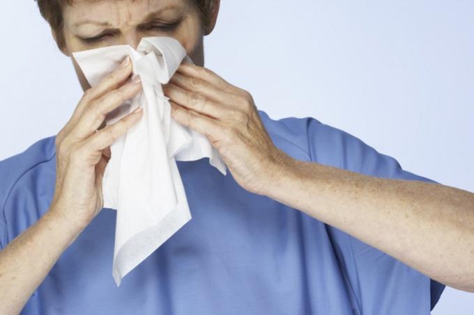 Как принудить себя чихнуть