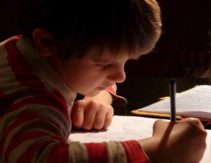 Как заставить детей учить уроки