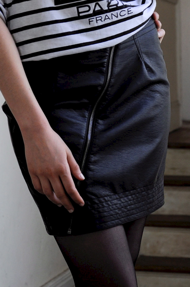How to sew the zipper to the skirt