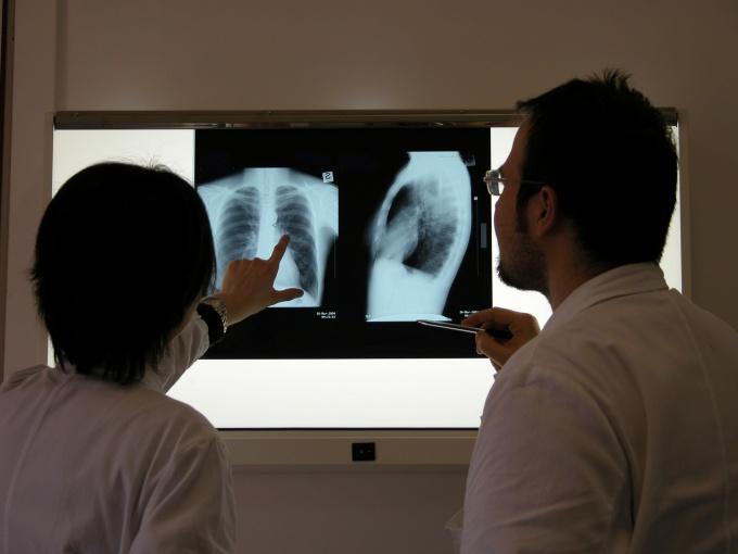 При подозрении на перелом ребер необходимо как можно скорее сделать рентген грудной клетки
